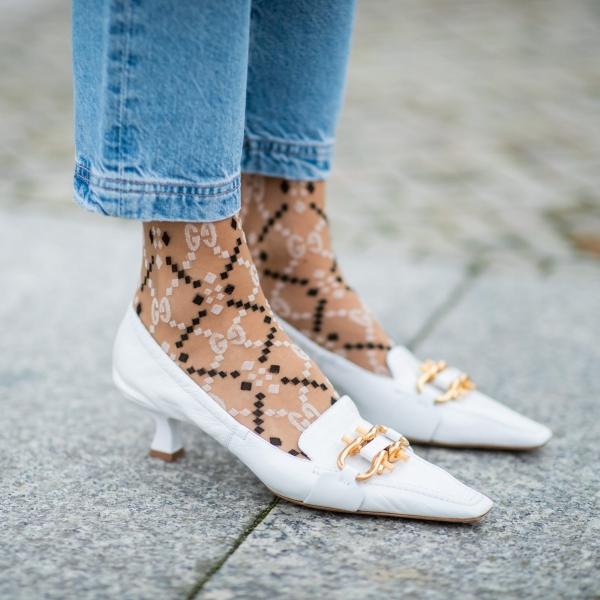 chaussures pointues femme boucles métalliques