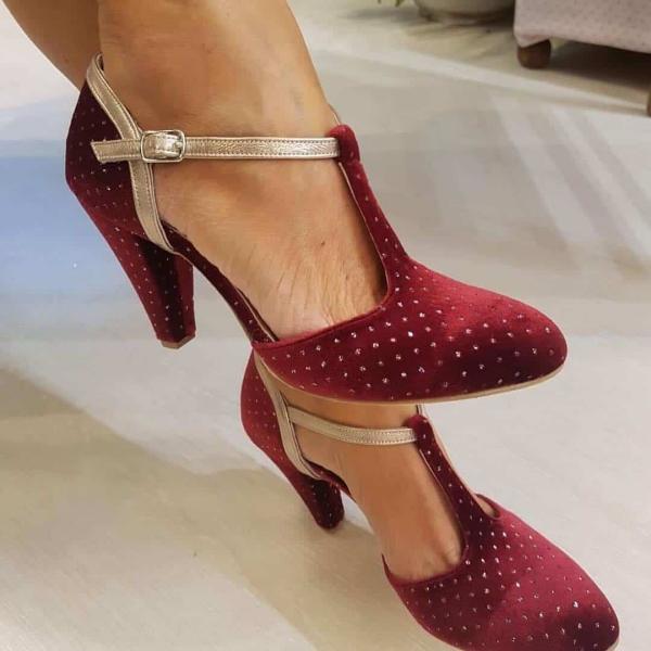 chaussures pointues femme en velours rouge