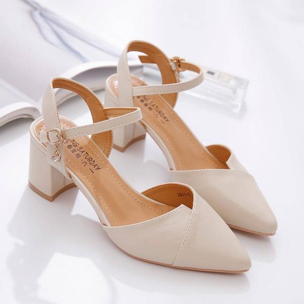 chaussures pointues femme modèle en cuir