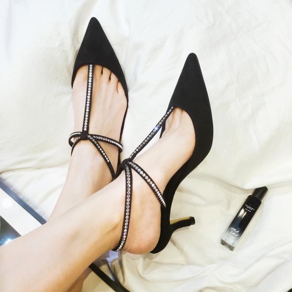 chaussures pointues femme paillettes sur les lanières