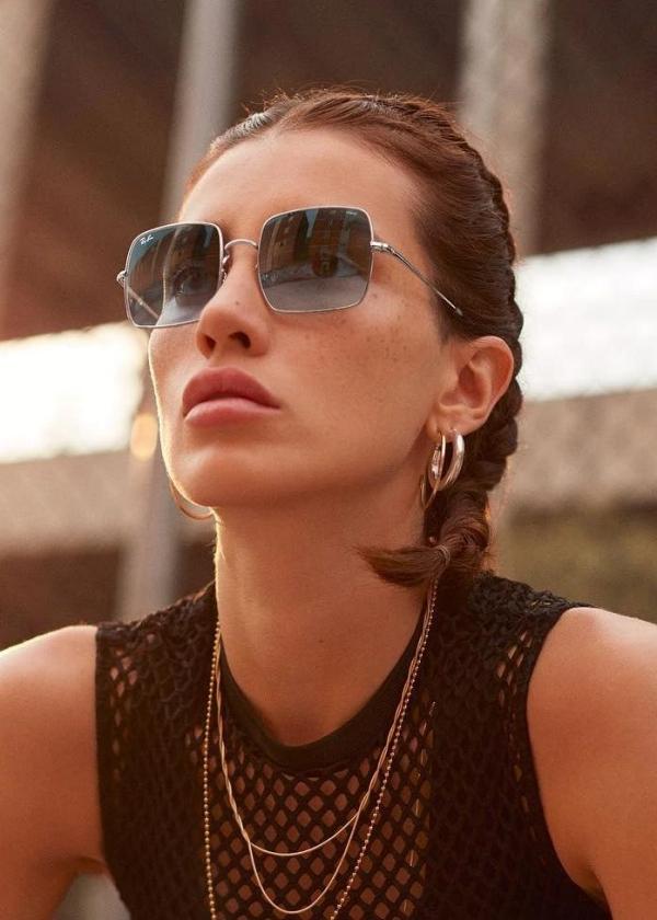 comment choisir ses lunettes de soleil carrées et bleues