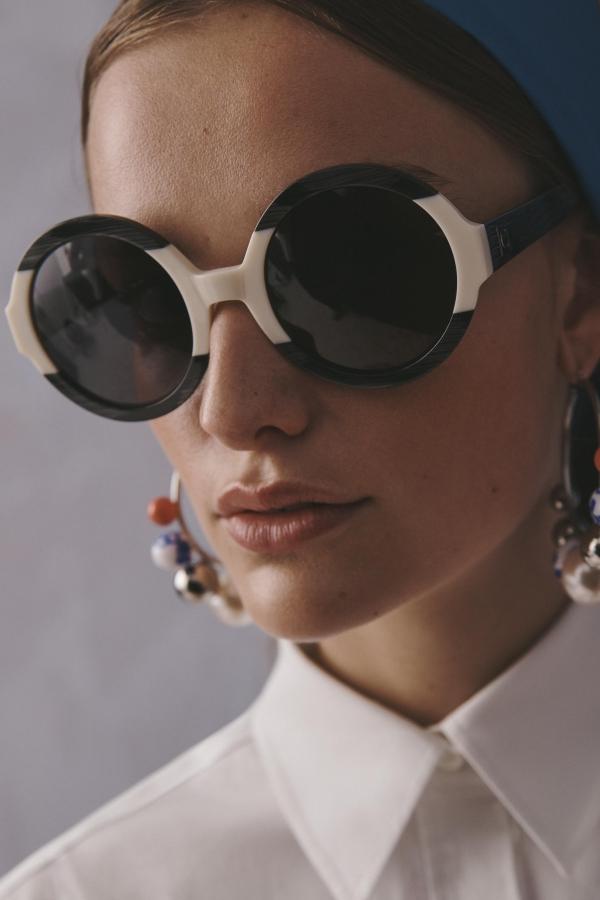 comment choisir ses lunettes de soleil ensemble noir et blanc