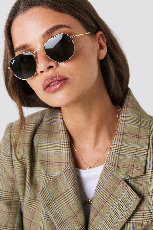 comment choisir ses lunettes de soleil tendance à porter cette année