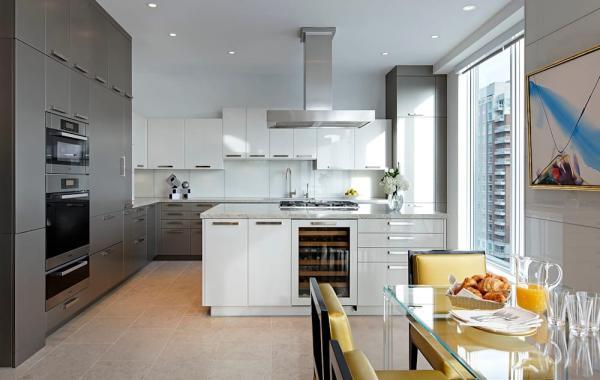 cuisine armoires en gris anthracite et blanc