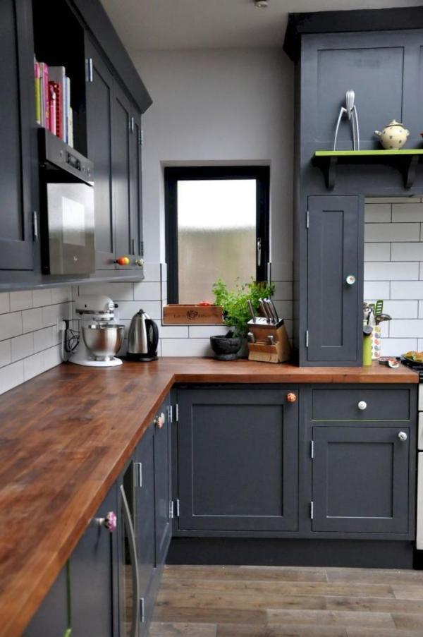 cuisine armoires gris anthracite plan de travail en bois