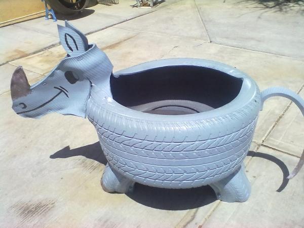 déco pneu recyclé animal étrange