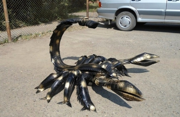 déco pneu recyclé créature dangereuse
