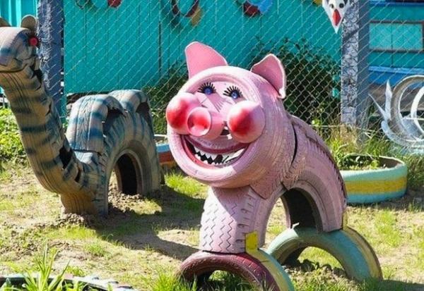 déco pneu recyclé porc aux joues rouges