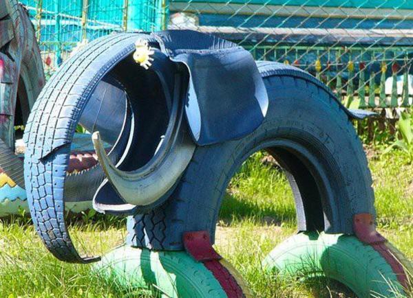 déco pneu recyclé un animal préhistorique