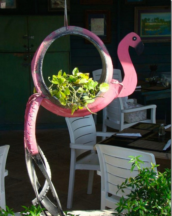 déco pneu recyclé un flamant rose