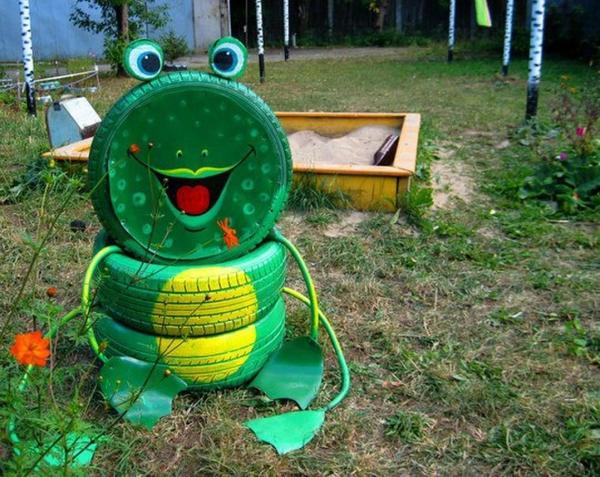 déco pneu recyclé une grenouille amusante