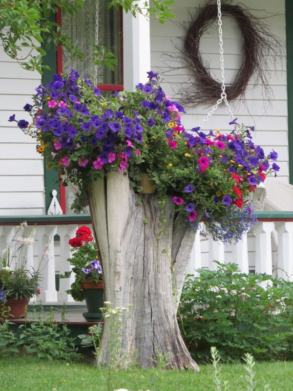 déco tronc d'arbre un jet de fleurs