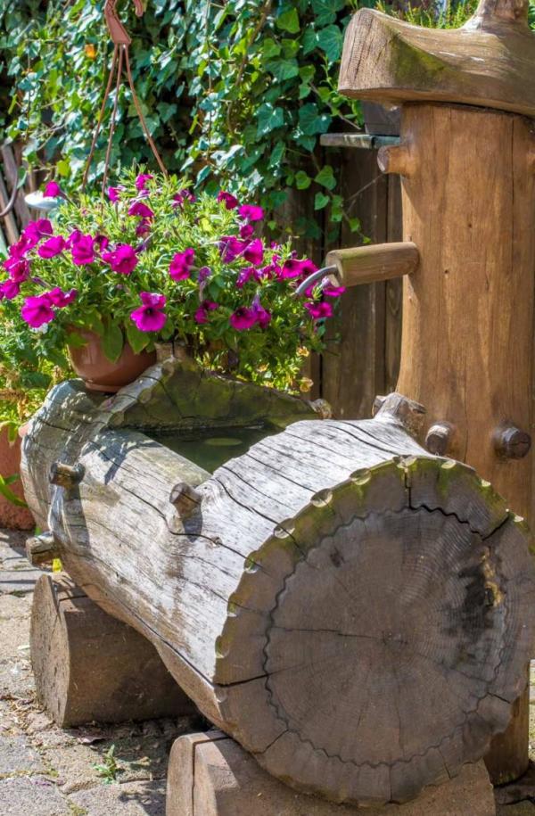 déco tronc d'arbre une fontaine en bois