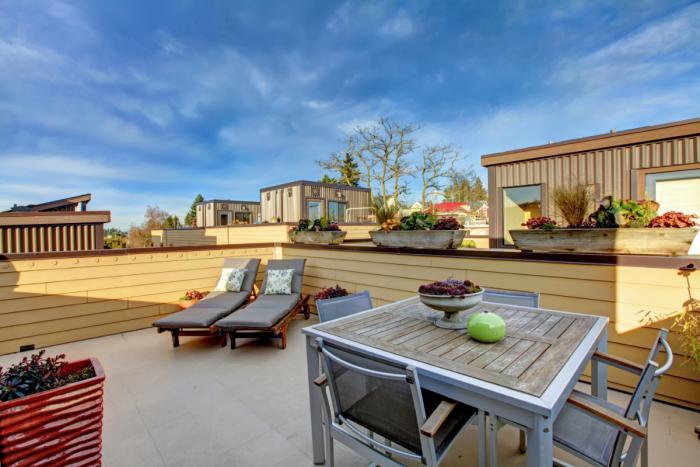 décoration terrasse extérieure moderne carrelage au sol