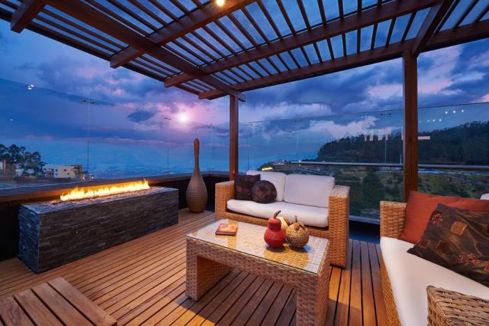 décoration terrasse extérieure moderne couvert et vitré