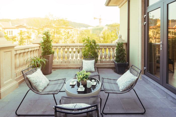 décoration terrasse extérieure moderne garde-corps classique
