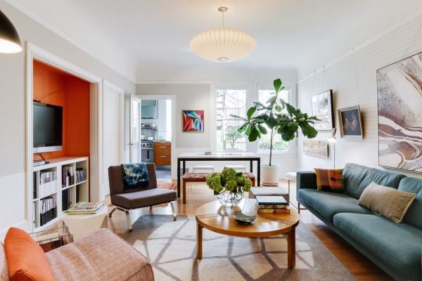 design d'intérieur salon en couleurs vives