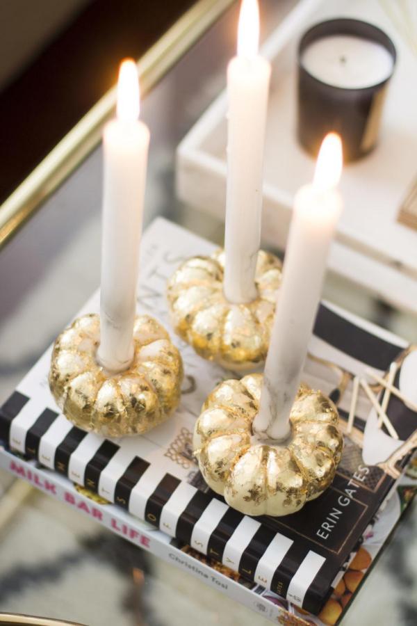 diy déco halloween petites citrouilles bougies feuille d'or