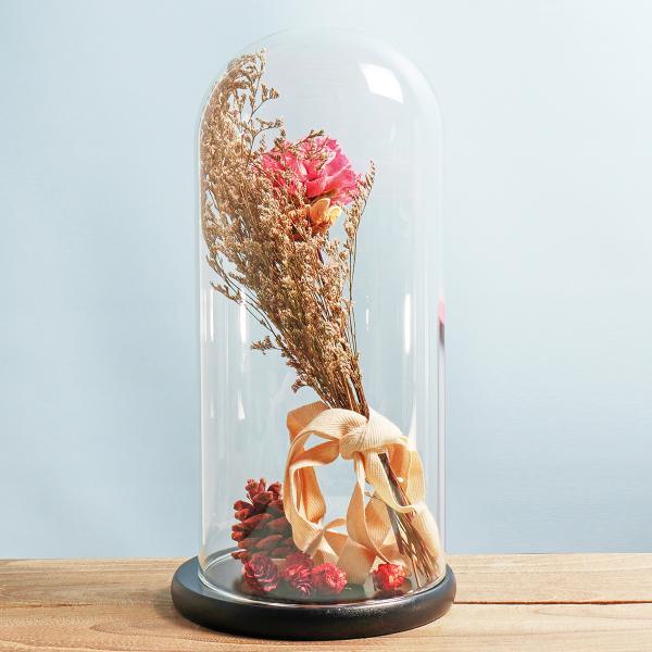 diy fleurs séchées sous cloche accent fleur rose fraîche