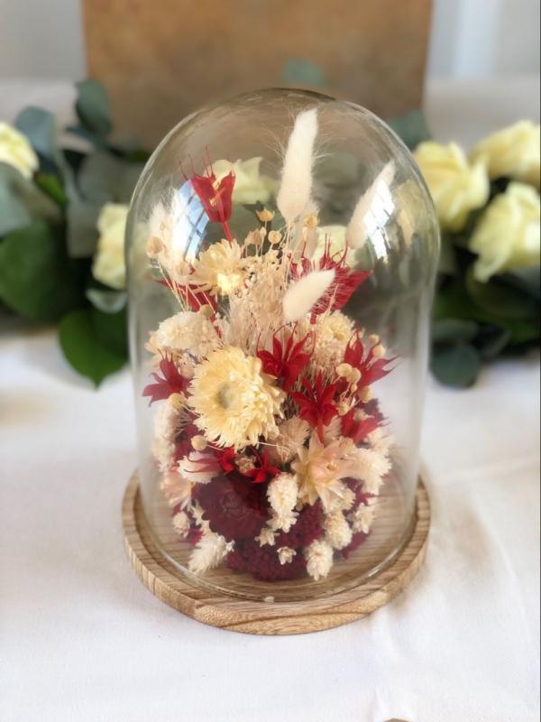 diy fleurs séchées sous cloche composition en blanc et rouge