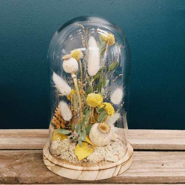 diy fleurs séchées sous cloche couleurs blanc vert et jaune