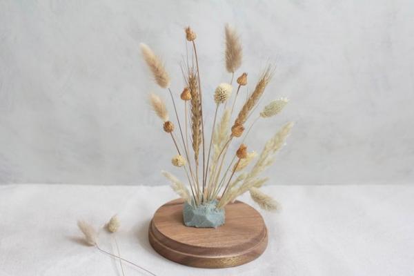 diy fleurs séchées sous cloche remplir la base