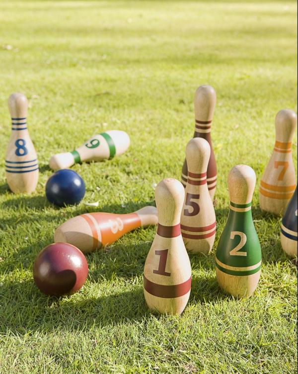 jeux amusants bowling sur pelouse