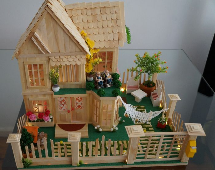 maison de poupée diy à partir de bâton de glace en bois
