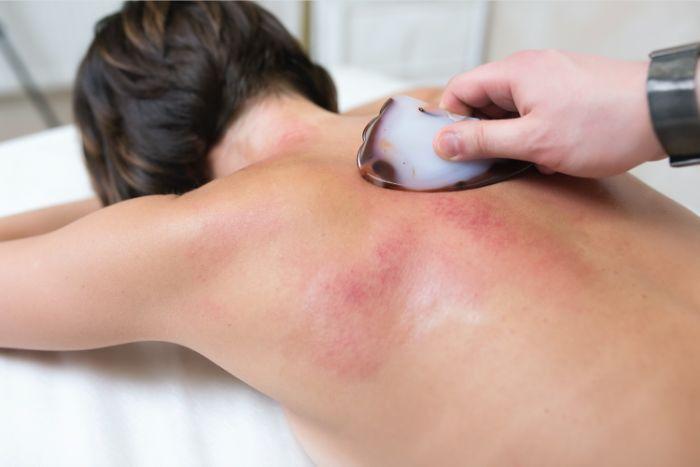 massage du dos gua sha visage rougeurs