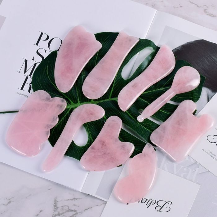 outils en quartz rose gua sha visage
