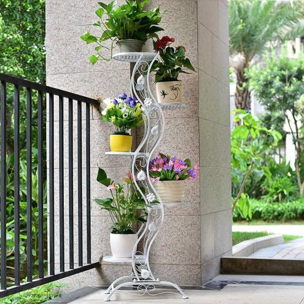 stand de fleurs à l'intérieur dans un coin