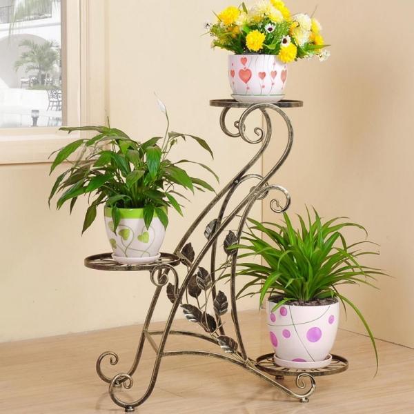 stand de fleurs à l'intérieur de forme inhabituelle