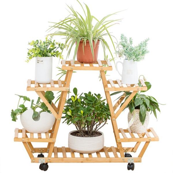 stand de fleurs à l'intérieur en bois à roulettes