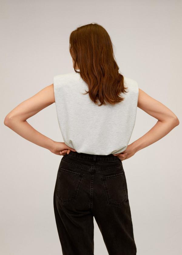tendance mode femme 2020 t-shirt à épaulettes blanc crème jean noir