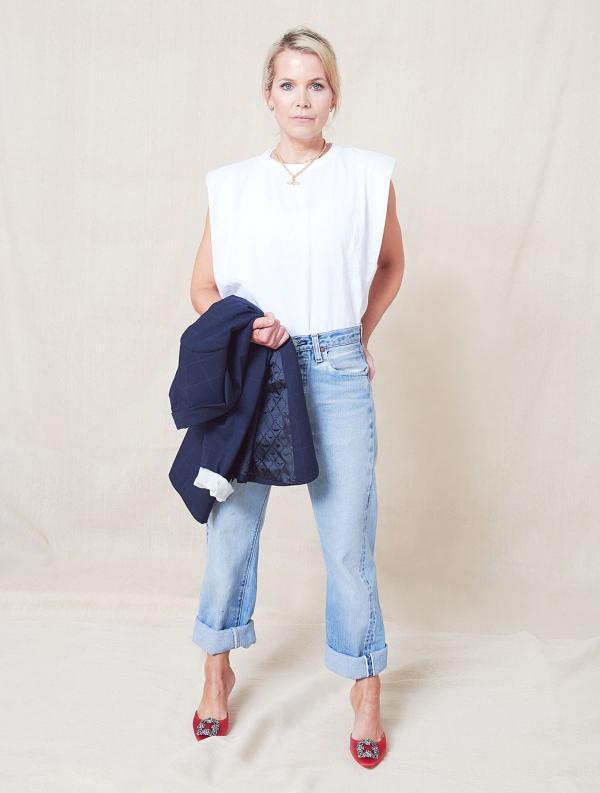 tendance mode femme 2020 t-shirt à épaulettes blanc jean clair