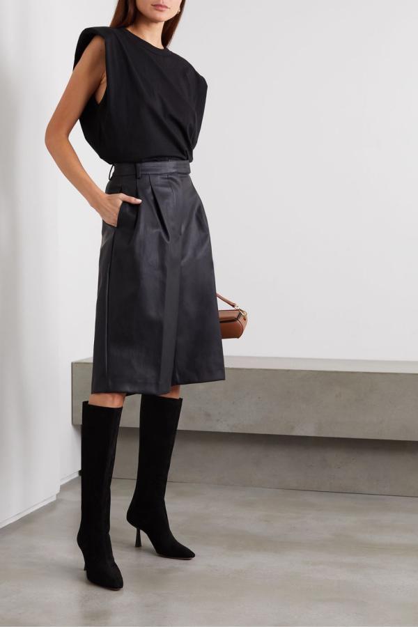 tendance mode femme 2020 t-shirt à épaulettes noir jupe noire