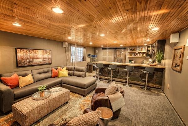 aménagement sous-sol salon avec coin cuisine