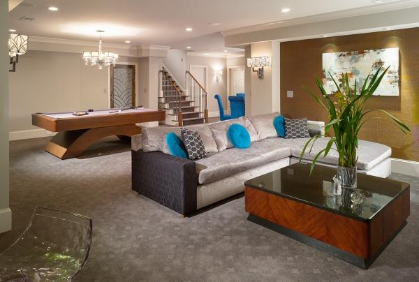 aménagement sous-sol salon avec table de billard