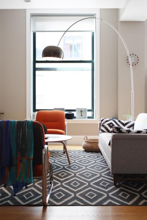 ameublement maison tapis et coussins appariés
