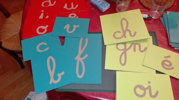 belle écriture à la main lettres et éléments