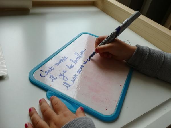 belle écriture à la main un tableau en plastique