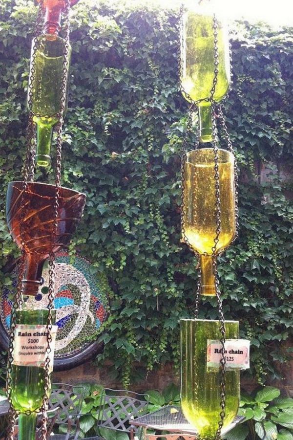 chaîne de pluie bouteilles enchaînées