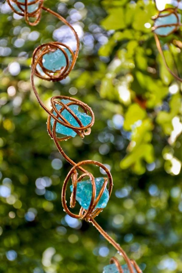 chaîne de pluie une spirale en cuivre