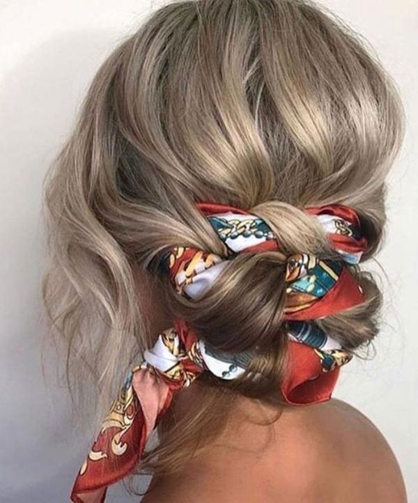 coiffure avec foulard chignon tressé