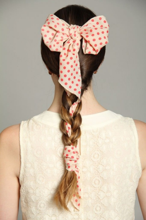 coiffure avec foulard queue de cheval tressée avec foulard noeud