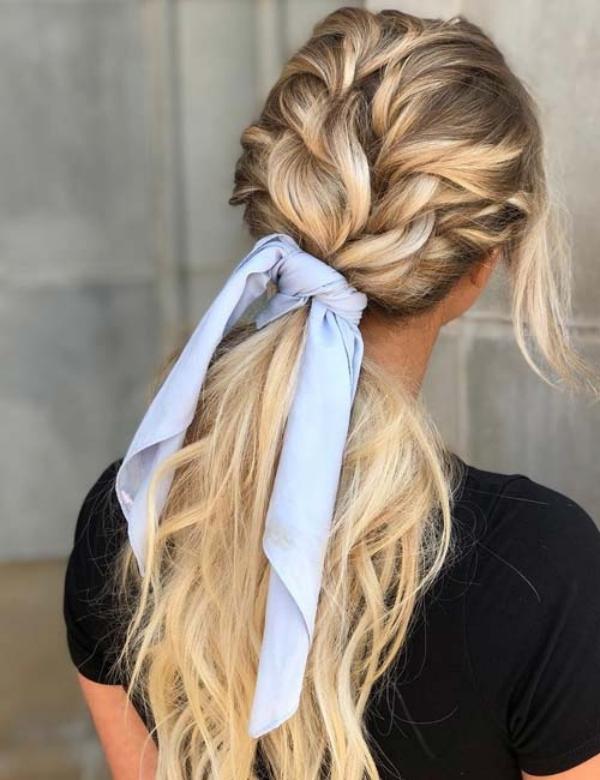 coiffure avec foulard torsade triple