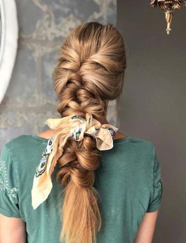 coiffure avec foulard tresse d'éphémère