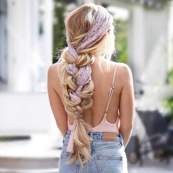 coiffure avec tresse avec un foulard