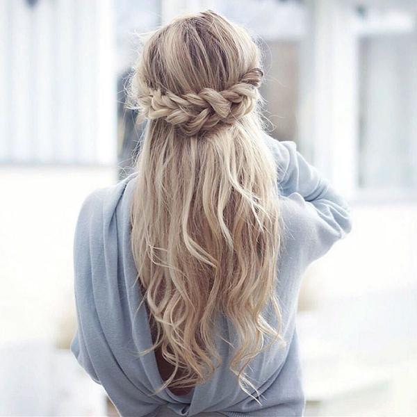 coiffure avec tresse des cheveux lâches