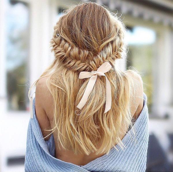 coiffure avec tresse des cheveux libres